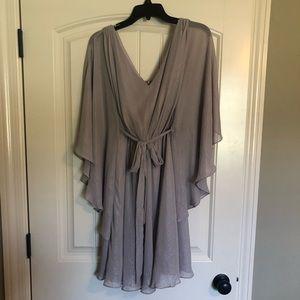 Dresses & Skirts - EUC Silver Flutter Sleeve Dress